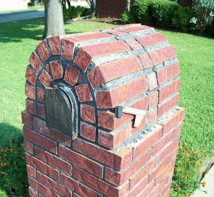 Image of Brick Mailbox of Mediocre Construction. Problems with exposed brick holes, inadequate brick saw cuts and poor layout create unprofessional look and lays the groundwork for premature deterioration.