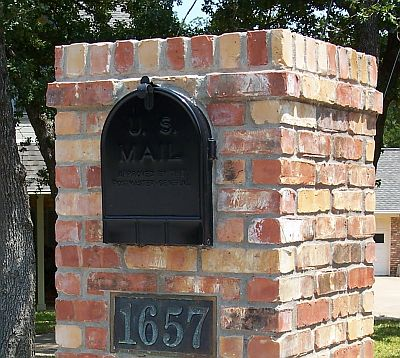 Brick mailbox with projecting course of bricks