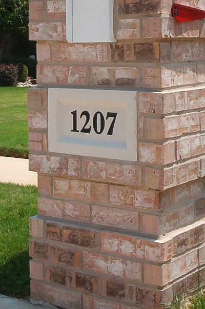 Quoin corners in a brick mailbox design